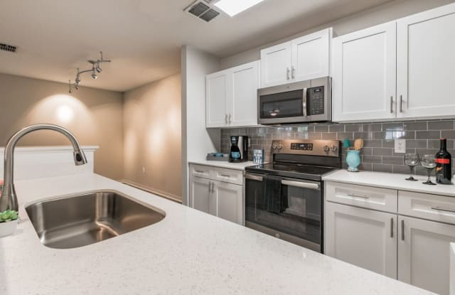 The Enclave At Lake Underhill Apartment Orlando