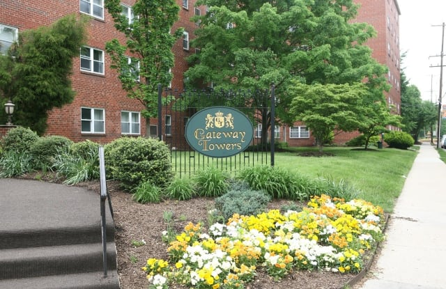 The Gateway Towers at Packer Park Apartment Philadelphia