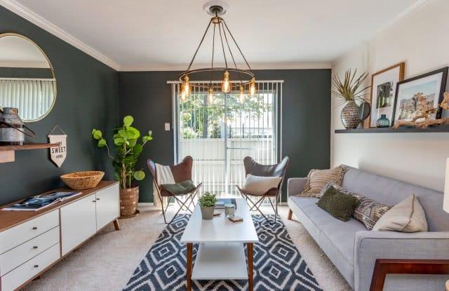 Village Green Apartment Dallas