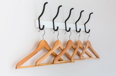 Empresa montaje colgadores y percheros