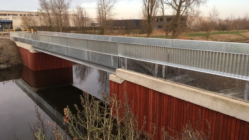 Cycling bridge 35
