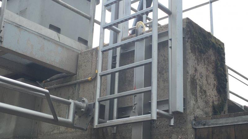 Automatic ladder 65