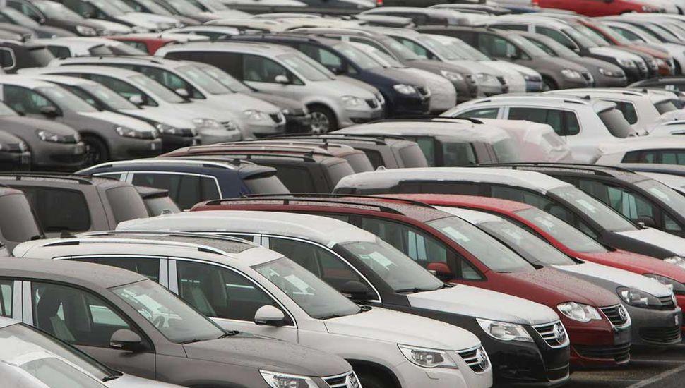 Cayeron 40% las ventas de autos  y la industria pide auxilio oficial