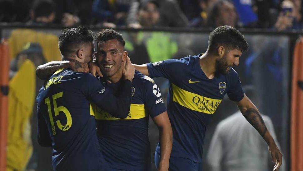 Tevez festeja su gol que le dio el triunfo a Boca.