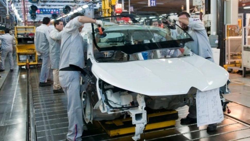 La actividad económica cayó 2,7% anual en  julio, según Indec