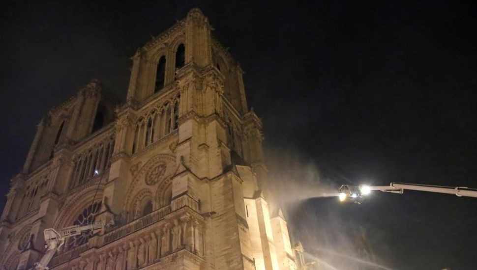 Cuál es la principal hipótesis sobre el incendio en la catedral de Notre Dame