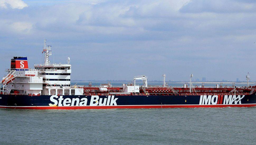 """Irán asegura que el petrolero británico fue detenido por una """"colisión""""."""