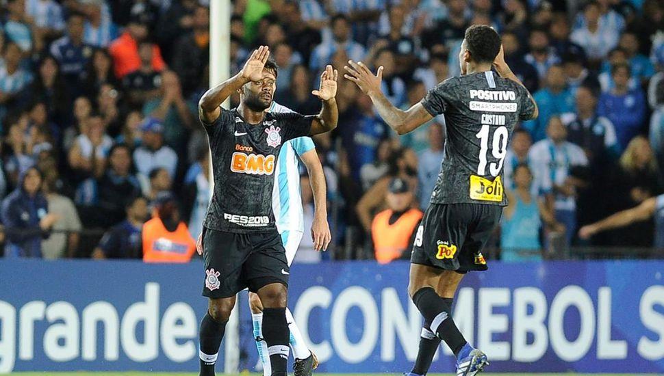 Racing perdió por penales ante Corinthians y quedó marginado
