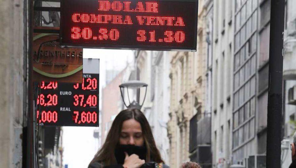 El dólar saltó 50 centavos y terminó en $31,49