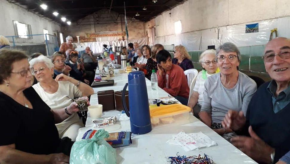 Participantes de una de las peñas de Abuelos Conectados.