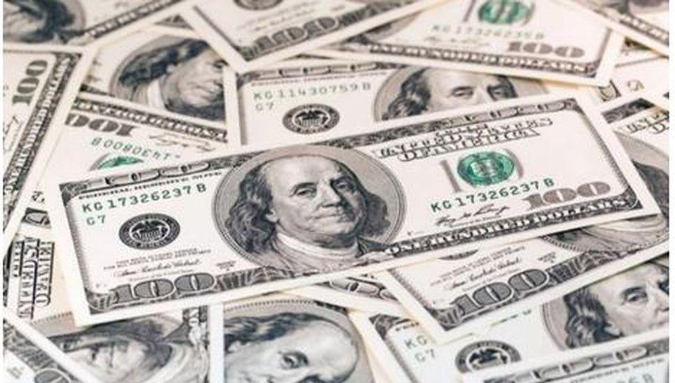 Tras el anuncio de la fórmula oficialista, el dólar abrió con una fuerte baja