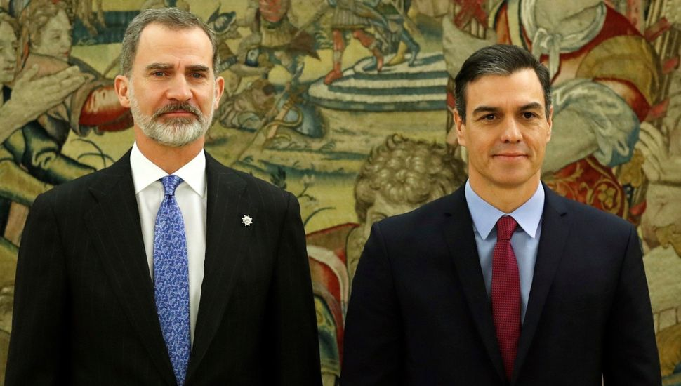 Sánchez juró ante el rey como presidente del primer gobierno de coalición desde la dictadura
