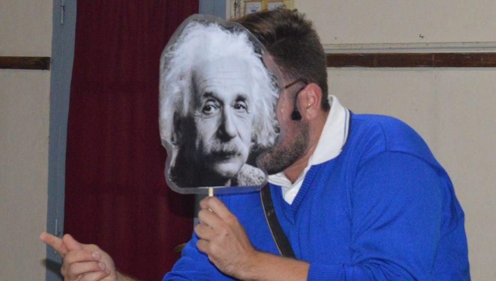 """Presentaron la obra """"Las aventuras de Albert Einstein"""""""