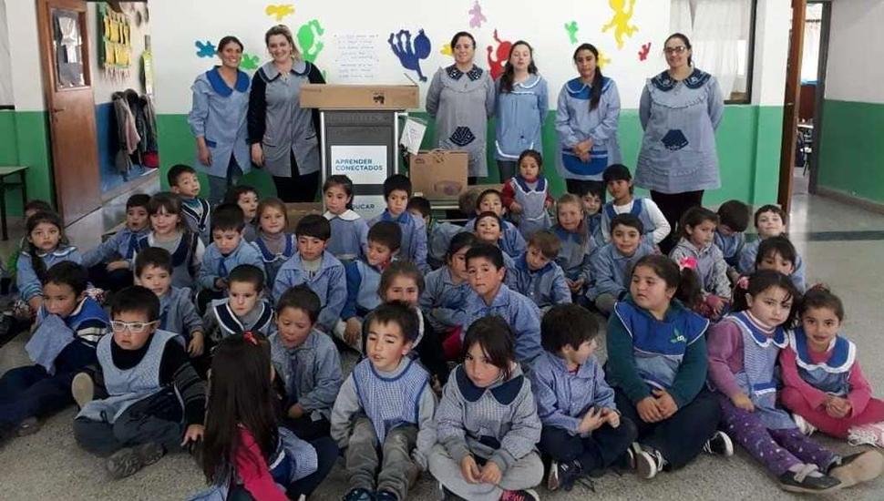 También en el Jardín N° 905, los alumnos y personal recibieron los kits.