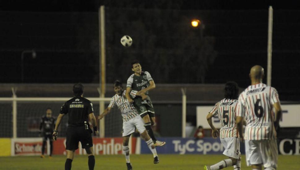 Sarmiento empató en Casares y continúa puntero