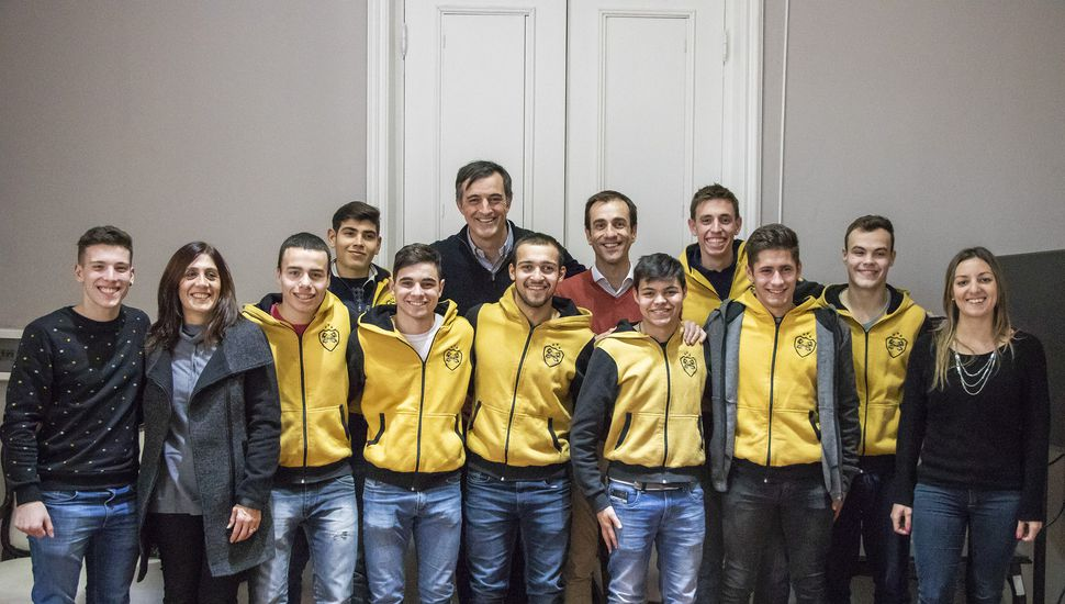 Todo el equipo del Colegio Industrial viajará a Inglaterra para representar a la Argentina
