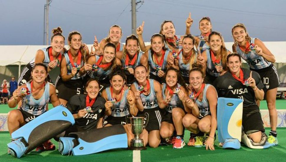 """""""Las Leonas"""" festejan con la medalla de oro en Perú, tras golear en la final a Canadá."""