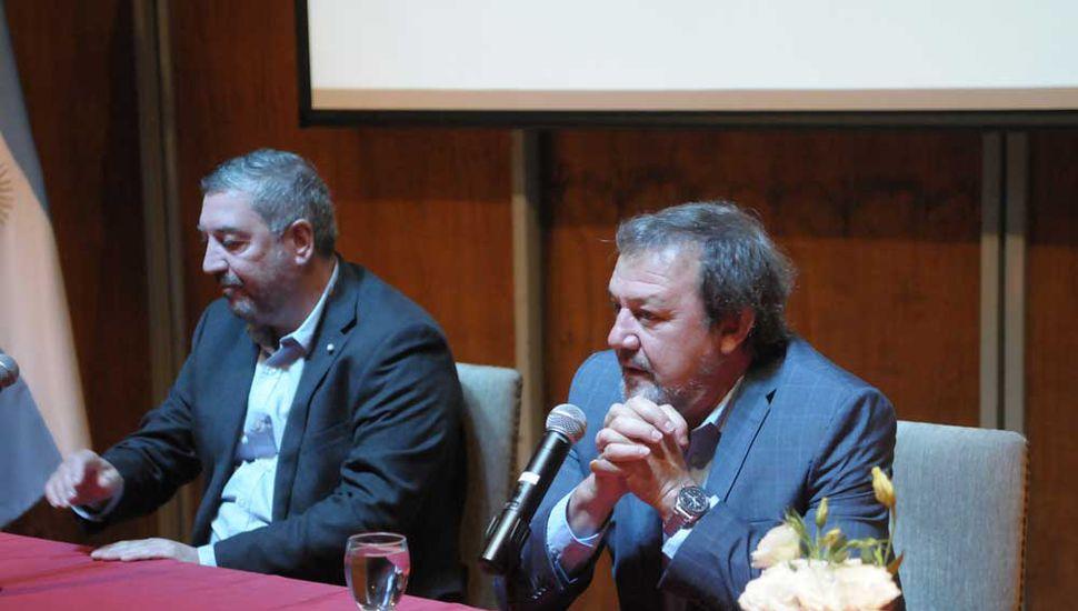 El senador Roberto Costa abrió la jornada junto al rector de la Unnoba, Guillermo Tamarit.