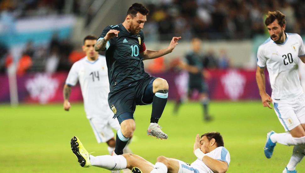Lionel Messi en acción, el capitán argentino jugó otro gran partido.