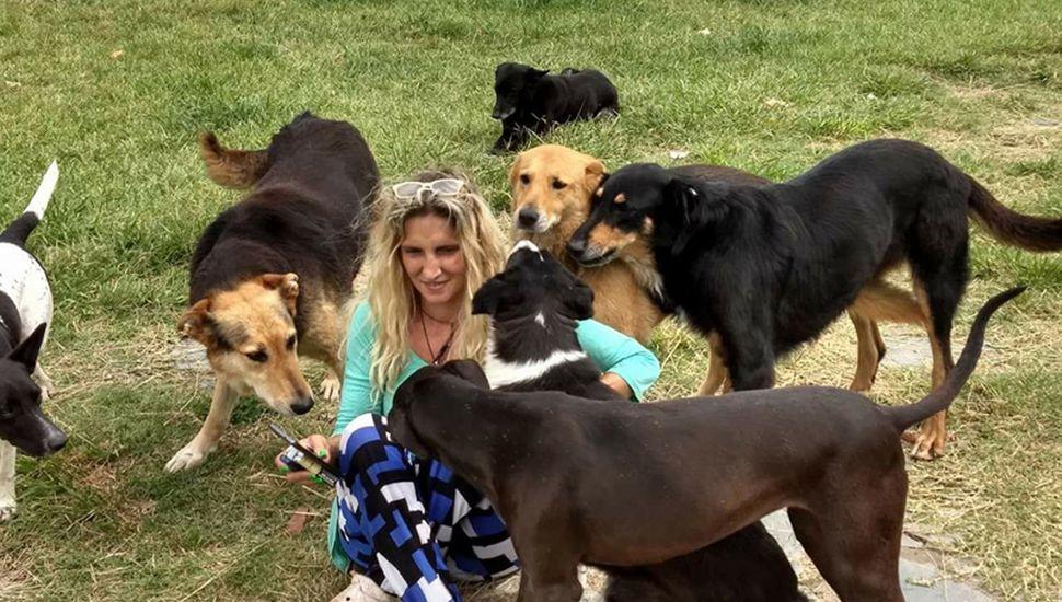 Alicia, rodeada de algunos de sus rescatados