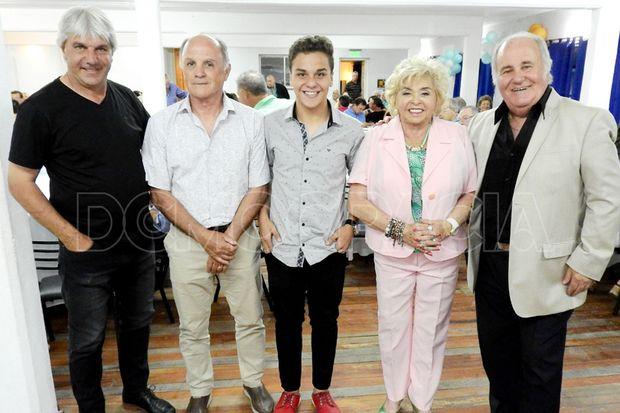 Barbagelata (izquierda), Bertolotti, Rodríguez Papaleo, Niní Ceci y Marcelo Biondini, cinco de los agasajados en la cena de anteanoche.