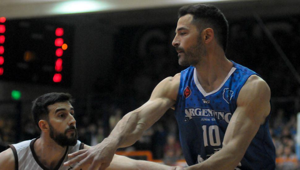 Juan Cangelosi, alero de Argentino.