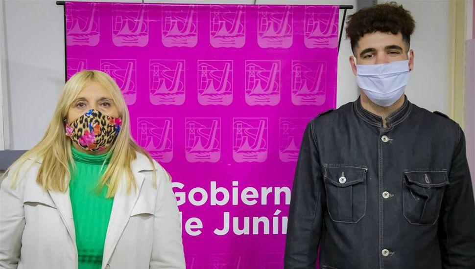 La responsable del área de Adultos Mayores, Adriana Summa, y el referente de Región Sanitaria III, Gabriel Bugallo.