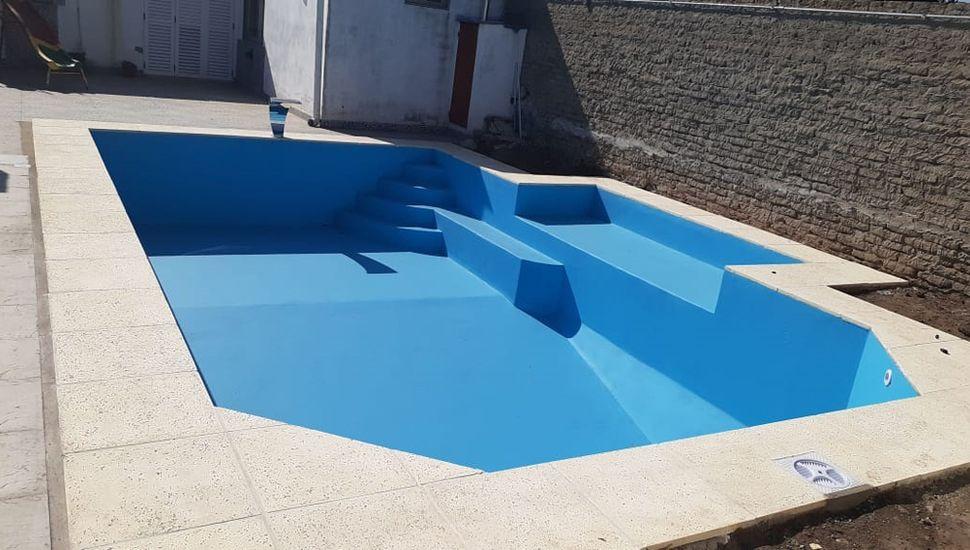 Las piscinas son íntegramente de hormigón armado y doble estructura de hierro.