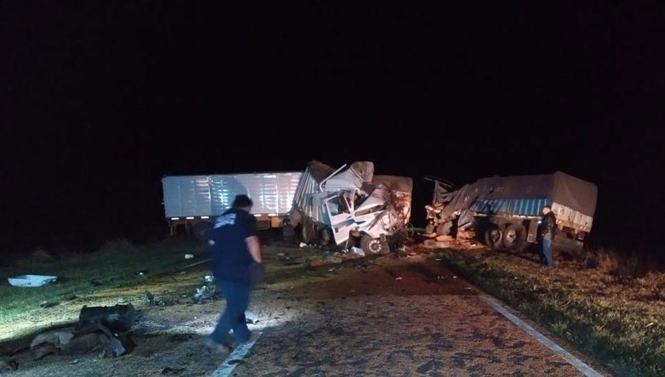 Choque de camiones en Ruta 50.