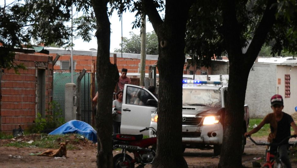 Unos cinco patrulleros se hicieron presentes en el lugar.