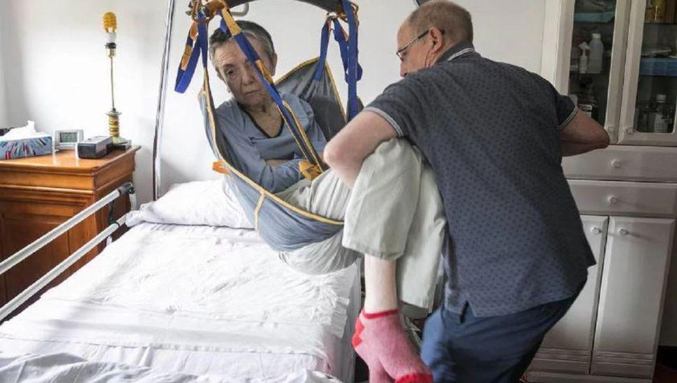 Un hombre fue detenido por ayudar a morir a su esposa enferma en fase terminal