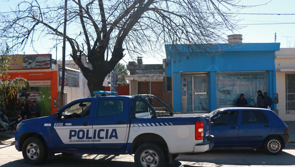 Un delincuente le robó la cartera a una mujer y un policía lo mató de un balazo