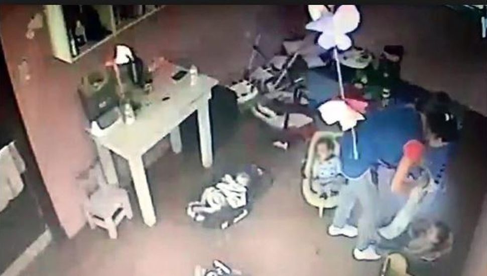 Horror en una guardería de La Plata: un video revela salvajes agresiones a una bebé