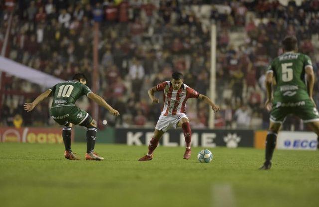 En un partido de locos, Sarmiento le ganó a Instituto por 3 a 2