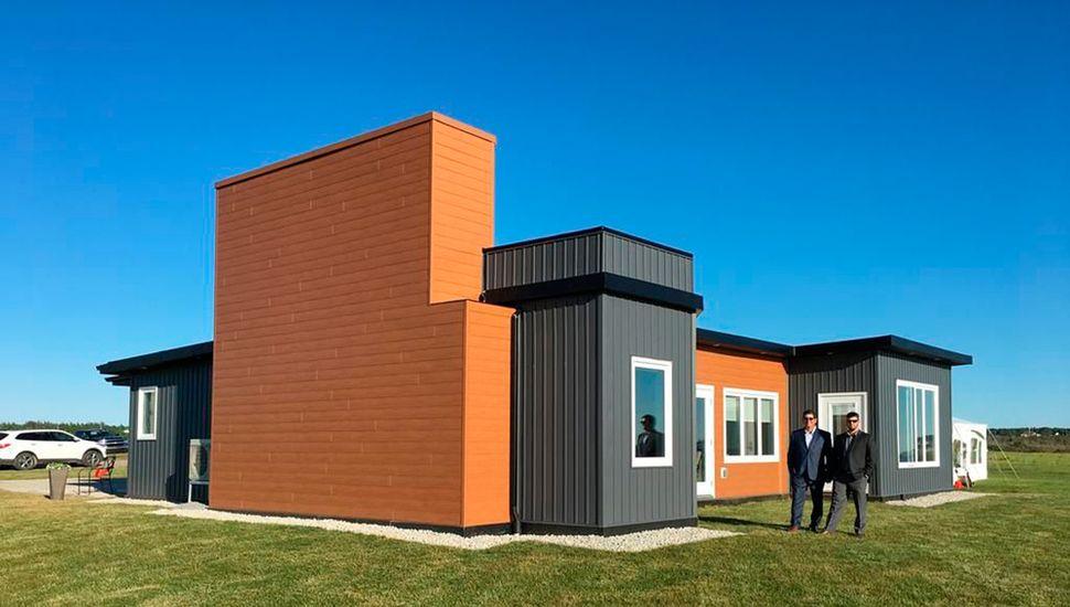 Esta primera vivienda se construyó en dos días con unos 170 paneles unidos.