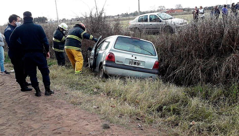 Un jubilado cayó con un auto a un canal y murió.