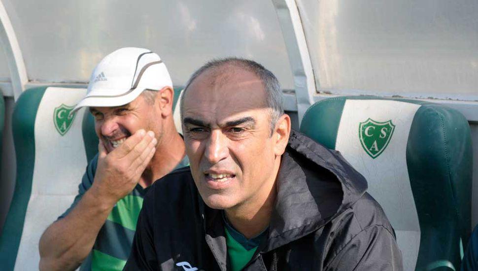 El entrenador de Sarmiento, Iván Delfino, dialogó con Democracia.