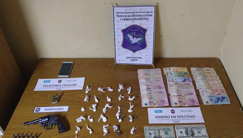 Se secuestró cocaína, armas y dinero en efectivo.