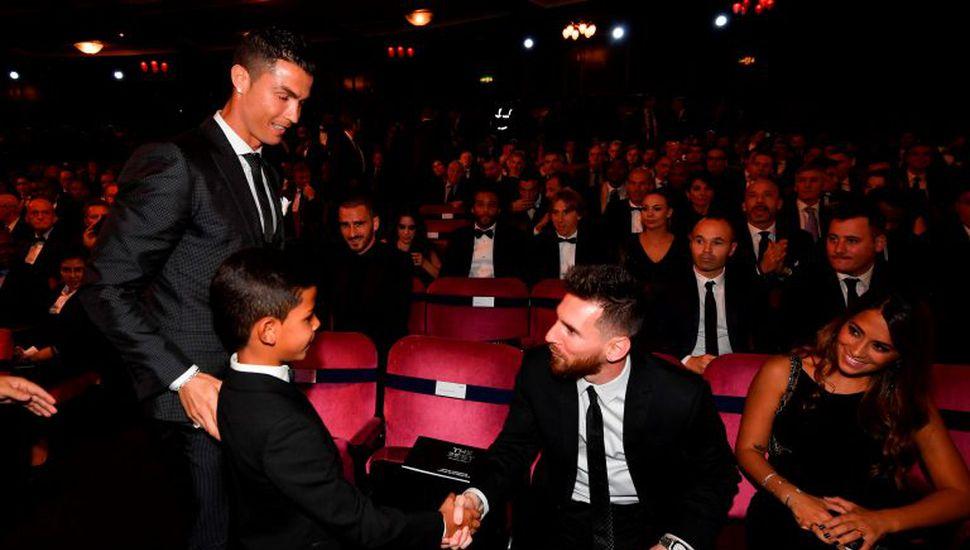El hijo de Cristiano Ronaldo saludó a su gran ídolo: ¡Lionel Messi!