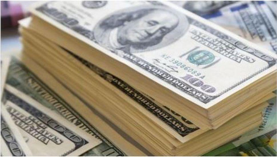 El dólar abrió estable y se registró una importante baja en el riesgo país