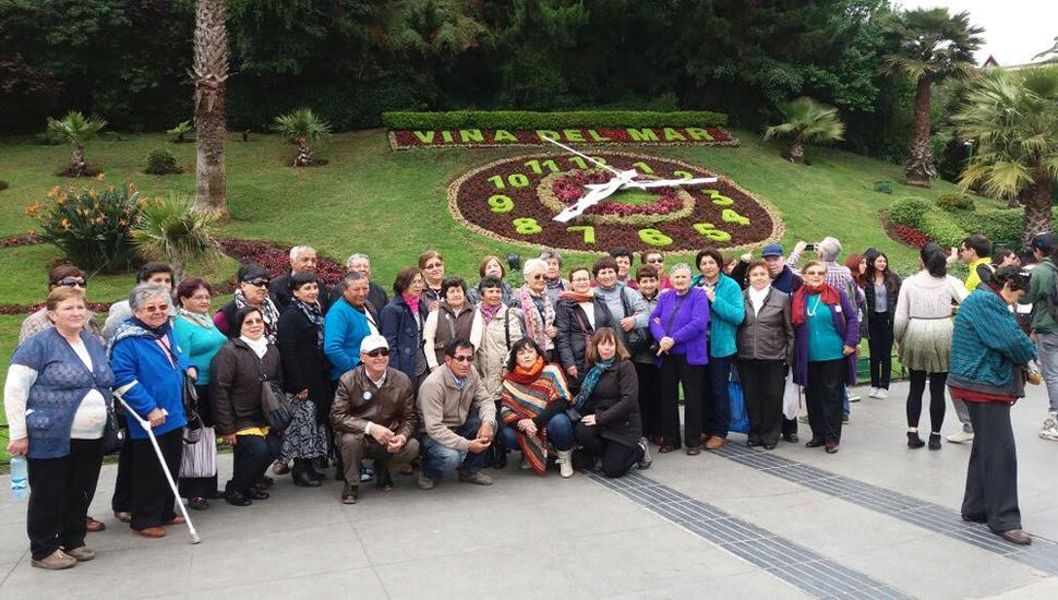 Muchos turistas viajan en grupo cuando van al extranjero.