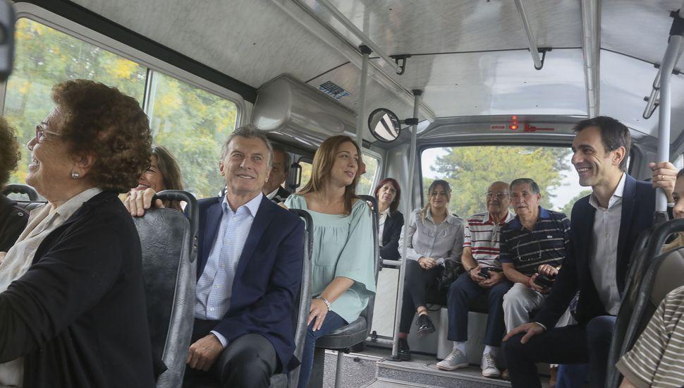 La charla de Macri, Vidal y Petrecca en el viaje a bordo del colectivo