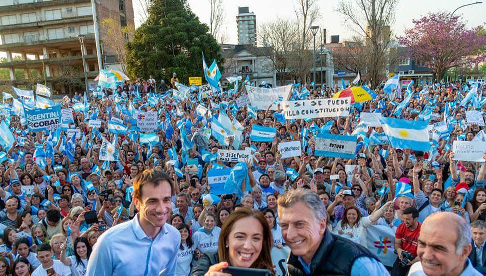 Pablo Petrecca, con Macri, Vidal y Salvador, en la marcha del #SíSePuede.