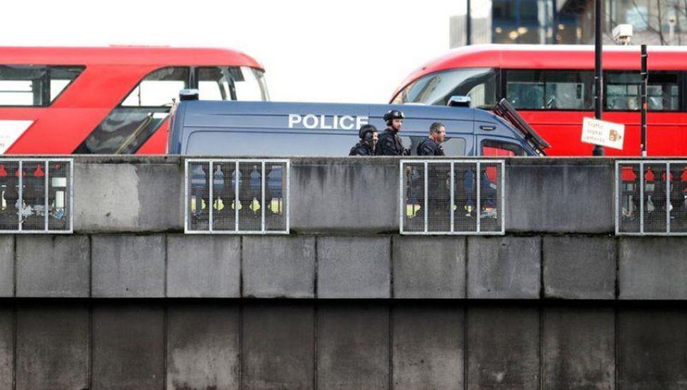 Ataque con cuchillo en el Puente de Londres: 2 muertos
