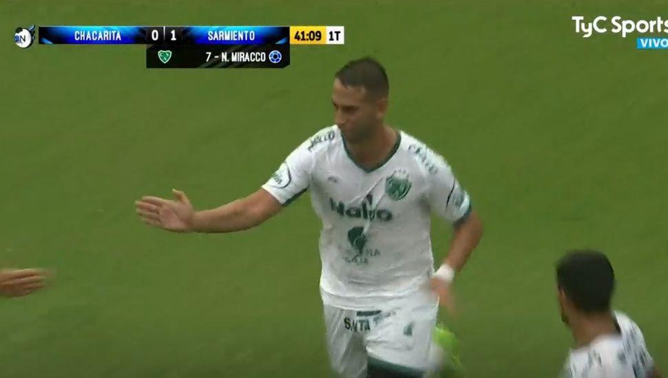 Al término del primer tiempo, Sarmiento le gana a Chacarita por 2 a 0