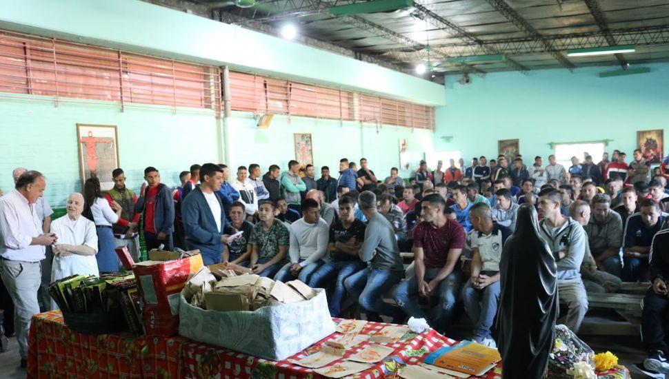 La UP 13 donó 2000 rosarios y 600 internos rezaron por la paz mundial