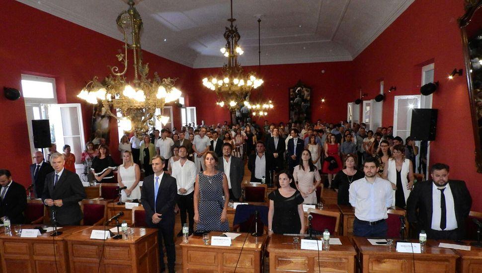 El Concejo trata el Presupuesto y la Ordenanza Impositiva, desde el mediodía, en el Salón Rojo.