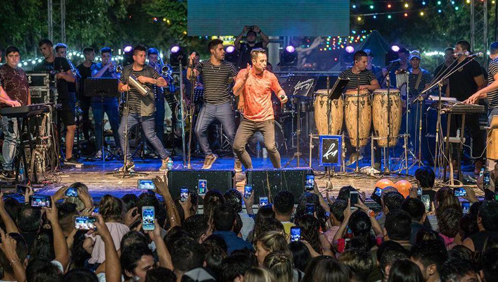 Espectáculos de calidad se presentaron en el escenario del Carnaval de Los Toldos. Hoy cierra el grupo de música Ráfaga.