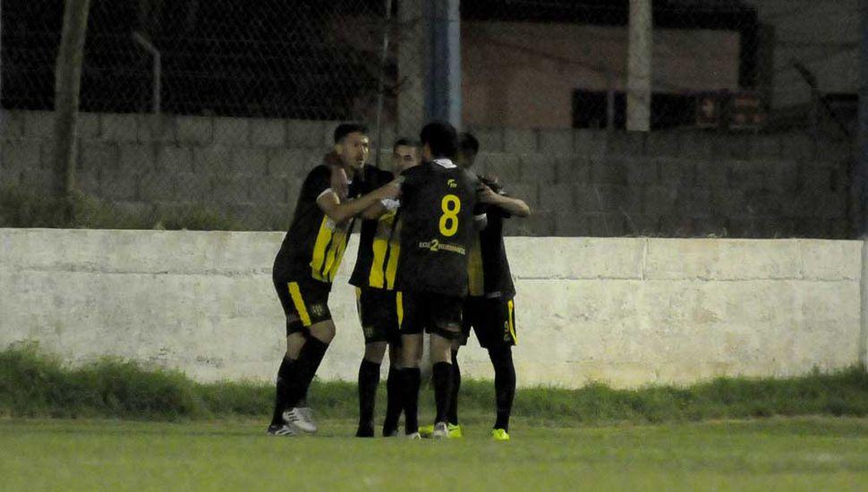 La Loba festeja, el equipo de Finarolli viene de golear a BAP.