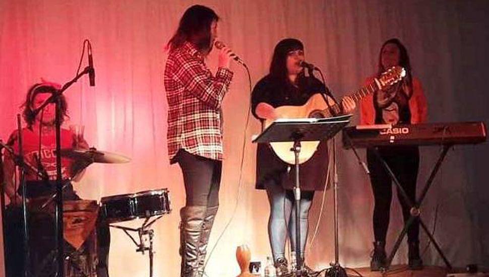 """""""Las chicas del folk"""" llegaron a ofrecer su arte musical desde Junín."""